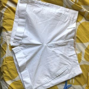 Vince. White cuffed 5 inch shorts immaculate Sz 10